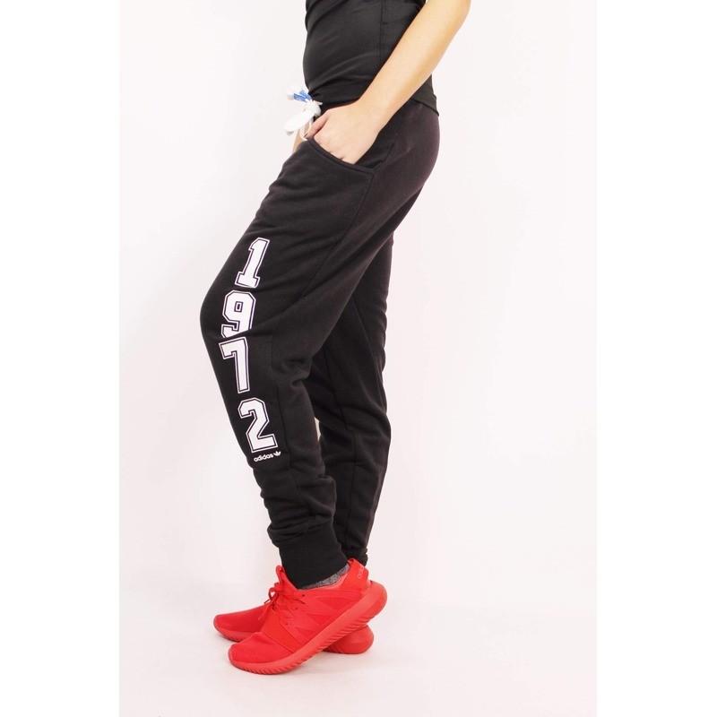 adidas Originals. LE BAGGY TP FT Dámské tepláky c07ea8ef1e